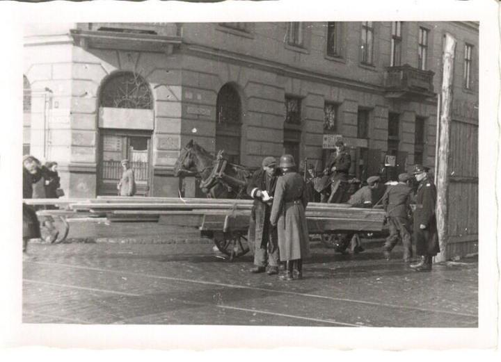 checkpoint warsaw ghetto